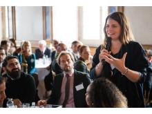 Julia Mjörnstedt, Kompassros-stipendiat 2012, vid rundabordsamtal på seminariet Ungt Ledarskap 2014.