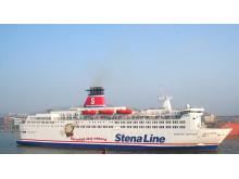 Nicke Nyfiken klättrar ombord på Stena Danica
