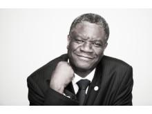Doktor Denis Mukwege deltar i en paneldebatt under fredskonferensen Om Sanningen ska fram