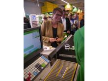 Klima- og miljøminister Tine Sundtoft var en av de første kundene på KIWI Auli