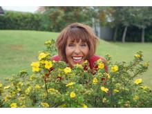 lotta_lundgren_liggande_HalvB_blommor