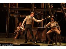 Akrobater och junglerare i Saloon