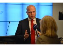 Erik Almqvist intervjuas i samband med att höstbudgeten 2012 presenteras