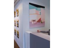 Jens Fänge Liten pjäs för fyra, 2013 Signerad och daterad Assemblage, olja, vinyl, textil och trä på pannå 144 x 92 x 5,5 cm