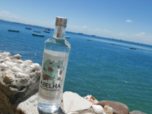 Abelha-lifestyle-bottle-ocean