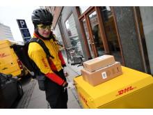 En af DHL's cykelbude
