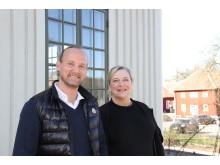 Jesper Kårlen och Martina Johansson vid kaféet på Råda säteri.