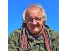 Toomas Tuulse uppträder i samband med vatten- och jordceremonin med Globträdet och Grandmothers