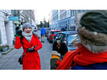 Helt fint er C Mores nye danske julekalender om de to veninder Ayse (Amine Kromann Karacan) og Ida (Nanna Rylander Johansen)