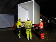 Foamrox nødkiosk klar til montering i tunnel