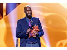 Ahmed Abdullahi håller tacktal sedan hans film Martyren vunnit en Guldbagge för Bästa kortfilm. Foto: Pelle T Nilsson/Svenska Filminstitutet