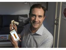Henrik Ljungberg med mobilappen Asthmatuner