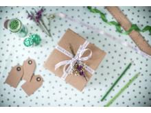 Lahjapakettikin voi sisältää viestin! Onnittele omalla tervehdykselläsi juhlapäivänä.