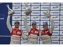 Lucas di Grassi, Loïc Duval, Tom Kristensen on the podium