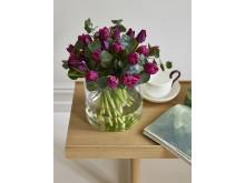 Fylte tulipaner og eucalyptus