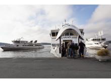 Skärgårdsfartyg möts vid Vaxholm