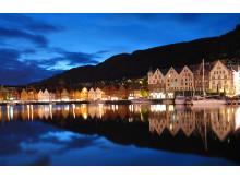 Bergen by på kveldstid