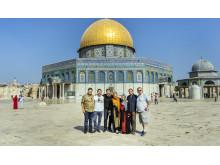 Alle foran moskeen i Jerusalem