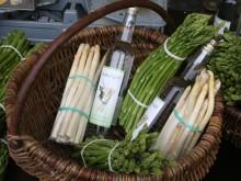 Kurv med asparges og vin