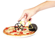 Uppvakta pappa med fyndig present - Pizzaskärare