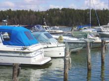 båtar i hamn