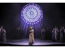 Marsha Songcome som Esmeralda i Disneys musikal Ringaren i Notre Dame