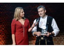 Sanierungspreis Holz 16: Moderatorin Andrea Grießmann, Zimmermeister Sebastian Schmäh