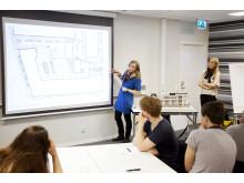 Workshop med köparna i Brf Klätterträdet kring utformning av Göteborgs första grönskande tak. Foto: Veidekke