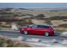 """Christian Chapelle, ansvarig för motorutveckling hos PSA Peugeot Citroën, fick i dagarna ta emot första pris för koncernens nya 3-cylindriga PureTech motorfamilj i den prestigefulla """"International Engine of the Year Award""""."""