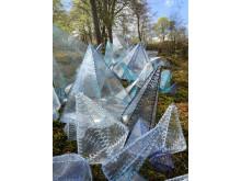 """""""Reflection"""" af kunstneren Hannah Streefkerk vises i udstillingen """"Flygtighed"""" i Liselund Slotspark"""