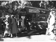Coca-Colaa myydään Esplanadilla 1952