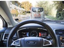 Vége az araszolgatásnak a piros lámpák során át? A Ford egy olyan technológiát próbál ki, amely 'zöldhullámot biztosít' az autósoknak