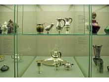 """GRASSI Museum für Angewandte Kunst Leipzig - """"Made in Denmark"""" - Weinkanne von Johan Rohde"""