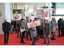 """Performance von Billi Thanners """"Art Army"""""""