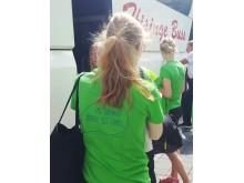 Sommarjobbarna på väg i buss