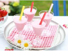 Dessertshots med jordbær som passer utmerket som dessert eller når du har lyst på noe søtt og leskende.