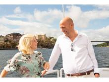 Karin Ernlund och Gustav Hemming på Centerpartiets flytande valstuga