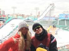 Norges to utsendte landslagskjørere, Silje Norendal og Mons Røisland i Fenway Park. Foto: Snowboardforbundet