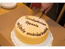 Tiundaskolan i Uppsala firades med tårta för det miljonte användarkontot i Unikum.