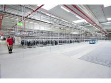 Det imponerende logistikcenter har 52 pakkestationer