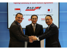 Mr. Mario Favaits, Managing Director of SRE, Mr. Desmond Kuek, President and Group CEO, SMRT Corporation, Mr. Toshio Masaki, Senior Executive Vice President, Toshiba Corporation