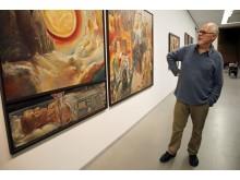 """Der Maler Sighard Gille stellt sein Triptychon """"Wessen Morgen ist der Morgen"""" aus der aktuellen Retrospektive """"ruhelos"""" im Museum der bildenden Künste Leipzig vor"""