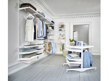 Walk-in closet med Elfa Décor och Freestanding