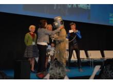 """EU-kommissionären Maria Damanaki, kommunstyrelsens ordförande i Göteborg, Anneli Hulthén och miljöminister Lena Ek fick träffa artistduon """"Vattenmannen och Speed"""" vid EU-konferensen European Maritime Day."""