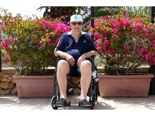 81-årige Jørn Christian Petersen nyder solen på Malta