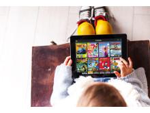 Barn läser serietidning