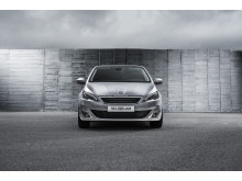 Den eleganta fronten på nya Peugeot 308