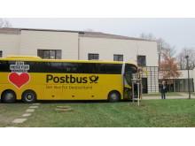 """""""Ein Herz für Kinder"""" - Der Geschenke-Bus rollt durch Deutschland und macht Halt im Kinderhospiz Bärenherz"""