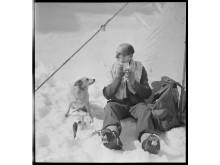 Mann med hund på Island: