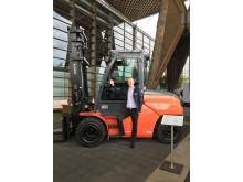 Toyota Traigo80 och Henrik Åkerlund, produktchef Toyota Material Handling Sweden